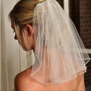 New beautiful 1T shoulder length veil